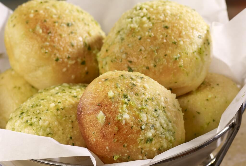 Rattlers-BBQ-Freshly-Baked-Garlic-Rolls